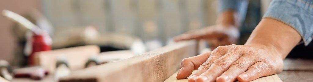 https://cdn.citiservi.es//business/01/a4/8c/org_bigstockcarpenterworkingonwoodworki2355819642.jpg