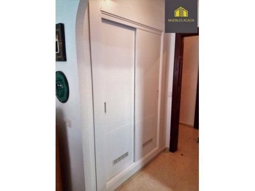 Frente de armario lacado con respiradero para humedad