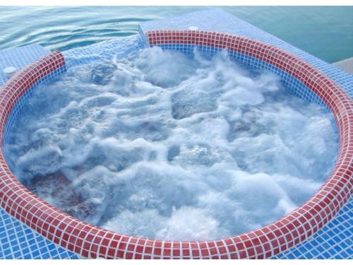 Jacuzzi Bondar Pool