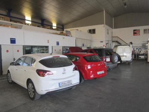 Zona de trabajo de turismos y exterior de laboratorios diesel