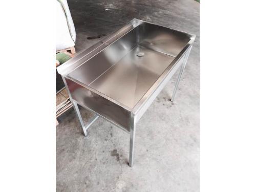 Fabricación de fregadero industrial inox hecho a medida según pedido.