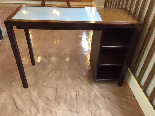 Fabricación de mobiliario de diseño según pedido en hierro acabado óxido lacado.