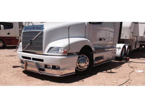 Embellecedores de acero inox en paragolpes y laterales de camión