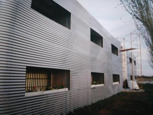 Fachada de oficinas en simaga