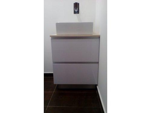 mueble de baño en formica blanco STRATI con encimera de SILESTONE
