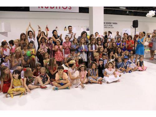 Fin desfile Escuela Vélez-Per en FIMI