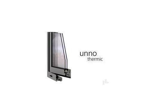 UNNO thermic ventana practicable de aluminio.  La serie clásica de las ventanas practicables. Posibilidad de acristalamiento de hasta 39mm. PRESTACIONES: Aire- 3 / Agua- 9A / Viento- C5 / Ruido- 40dbA. Mejores prestaciones obtenidas: 1,5 W/mK. Marcos de