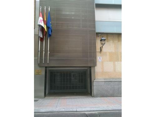 Entrada a la Sede de los Juzgados de Palencia (Antiguo Banco de España)