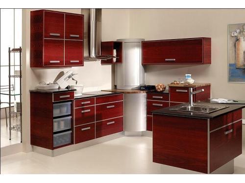 Composicion de Cocina en formica de tonos madera brillo y complementos de esquina en muebles giratorios con esterior en aluminio