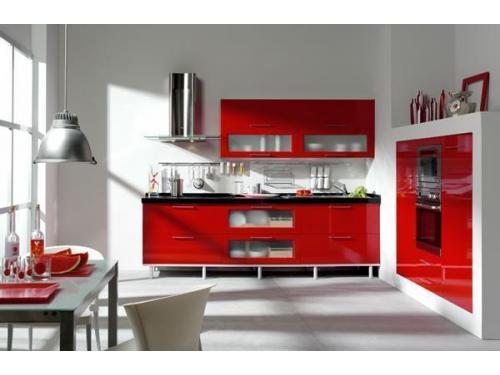 Composicion de Cocina en formica de alto brillo rojo y complementos en blanco y aluminio