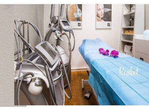 Espacio para tratamientos faciales y corporales con tecnología avanzada