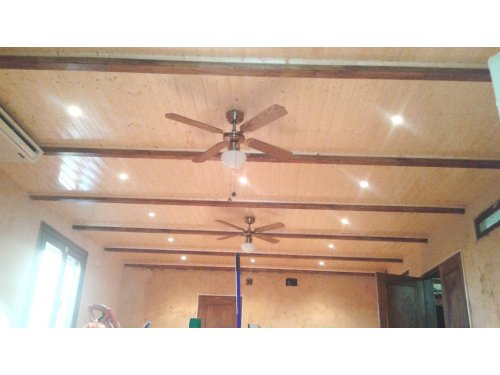 techo en madera i vigas de madera barnizado i tratado