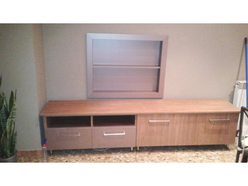 mueble a medida bicolor para salon con marco interior