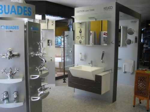 Exposiciones MACARIO: muebles de baño, accesorios, grifería...