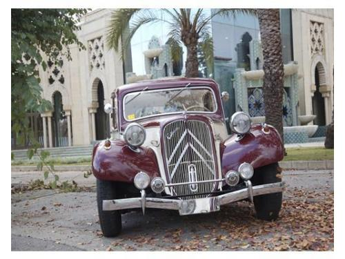 Frontal de uno de los vehículos de clásicos del aljarafe
