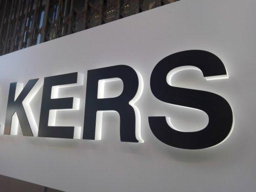 lletres en relleu amb llum cambrils