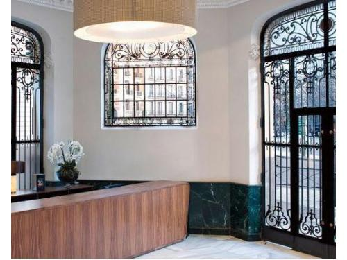 Detalle de fachada de Hotel Innside Madrid Luchana