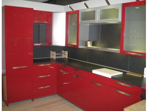 cocina de diseño rojo burdeos alemana